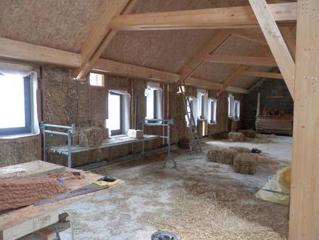 Construction de maison ossature bois et remplissage paille des murs