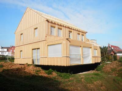 Montage finale de la maison bois sur chantier