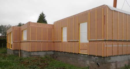 Pose rapide des murs d'une maison ossature bois